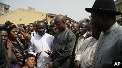 尼日利亞總統巡視暴亂地區。