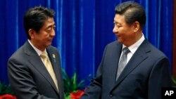 中國國家主席習近平和日本首相安倍晉三在亞太經合峰會期間舉行會晤。