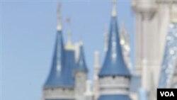 Presiden Obama meluncurkan prakarsa baru untuk memarakkan industri pariwisata Amerika saat berpidato di Disney World (20/1).