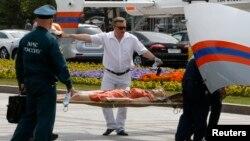 2014年7月15日莫斯科地铁事故受伤者被抬出