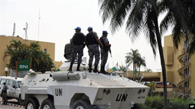UN tanks secure Abidjian's Golf Hotel, where new Ivorian President Alassane Ouattara set his headquarters, 8 Dec 2010