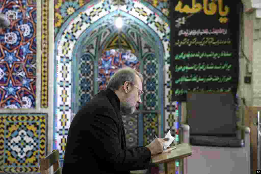 Iran's Parliament Speaker Ali Larijani votes in the parliamentary and Experts Assembly elections at a polling station in Qom, Feb. 26, 2016.