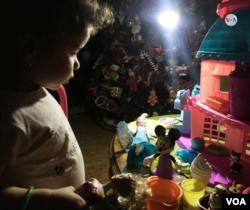 Familias venezolanas cuentan que apagones de varias horas minaron esta Navidad sus tradiciones, como la cena familiar o el canto de villancicos frente al pesebre.