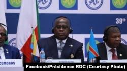 Félix Tshiksedi (C) mokambi ya RDC, kati na bakokani wa ye João Lourenço (D) ya Angola Azali Assoumani na bokutani ya SADC na Dar es Salaam, Tanzanie, 17 août 2019. (Facebook/Présidence RDC)