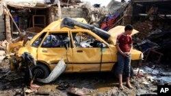 8일 이라크 바그다드 북부 카지미아에서 발생한 차량 폭탄 테러 현장.