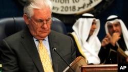 ټېلرسن په کویت کې د داعش ضد هغه نړي وال ائتلاف غړو هېوادونو غونډې ته وینا کوله چې په کال ٢٠١۴ کې جوړ شوی او امریکا يي مشري کوي
