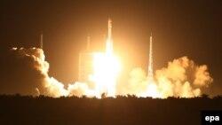 Peluncuran roket China Long March yang membawa satelit (foto: dok).