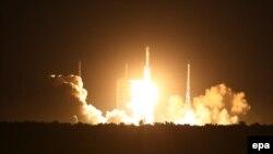 Premier lancement réussit de la fusée chinoise Longue Marche-7 à Wenchang, province de Hainan, en Chine, le 25 Juin 2016. epa / YE juin