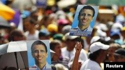 El candidato de la oposición venezolana, Henrique Capriles Radonsky, acudió el domingo 10 de junio a inscribir su aspiración ante el Consejo Nacional Electoral de Venezuela.