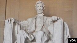 Patung Abraham Lincoln di Washington, DC. Lincoln adalah presiden AS ke-16 (1861-1865) dan salah satu yang dianggap paling berjasa bagi Amerika.