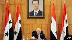 ولید المعلم، وزیر خارجۀ سوریه میگوید که کشور های حامی گروه های مسلح، دست از حمایت آن گروه ها بردارند