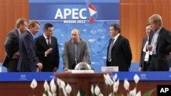 Владимир Путин (в центре). Владивосток. 6 сентября 2012 г.