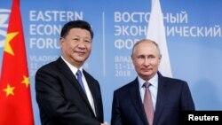 俄羅斯總統普京在符拉迪沃斯托克(又稱海參崴)與出席東方經濟論壇的中國國家主席習近平舉行會晤。(2018年9月11日)
