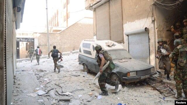 Forces loyal to President Bashar al-Assad are seen at Suleiman al-Halabi neighborhood in Aleppo, Syria, September 20, 2012.