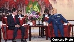 中央軍委副主席許其亮星期三(12月18日)在北京的中央軍委大樓與來訪的日本防衛大臣河野太郎舉行會談
