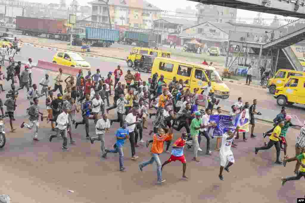 Bitumba kati na bayi UDPS na ba policiers na Kinshasa, 9 juillet 2020.