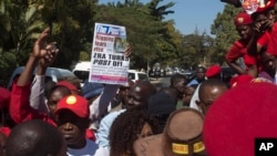 People protest the closure of The Post newspaper in Lusaka, Zambia, June 22, 2016. Zambia's government closed the country's largest independently-owned newspaper over unpaid taxes, but the paper's owner says the move is meant to shut him up before elections.