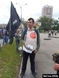 集会中反对派领袖纳瓦尔尼的支持者。(美国之音白桦拍摄)