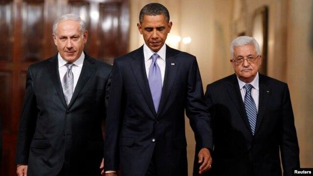 Presiden AS Barack Obama bersama PM Israel Benjamin Netanyahu (kiri) dan Presiden Palestina Mahmoud Abbas di Gedung Putih (foto: 1 September 2010). Obama akan berkunjung ke Timur Tengah Rabu mendatang.