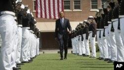 Президент Барак Обама в Академии Береговой охраны США в городе Нью-Лондон, штат Коннектикут. 20 мая 2015 г.