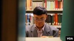 就职于加州州立大学洛杉矶分校图书馆的宋永毅教授对文革研究的突出之处就是搜集大量历史资料,建立了一个三千多万字的电子文革数据库。