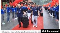 Lễ đón 1.000 đại biểu thanh niên Trung Quốc được tổ chức tại ba cửa khẩu Hữu Nghị, Lào Cai và Móng Cái. Ảnh: Bảo Anh. (Ảnh chụp màn hình trang web vnexpress.net)