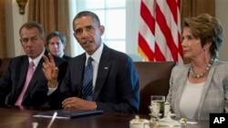 President Barack Obama, flanked by House Speaker John Boehner of Ohio (L) and House Minority Leader Nancy Pelosi of California