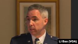 美空軍少將史蒂芬懷丁在國會山講話 (美國之音黎堡拍攝)