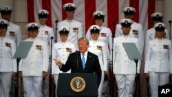 도널드 트럼프 미국 대통령이 28일 알링턴 국립묘지에서 열린 메모리얼 데이 기념식에서 연설했다.