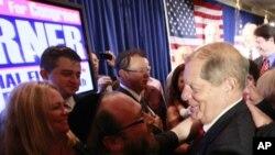 Bob Turner okružen pristašama nakon izborne pobjede
