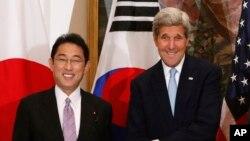 Ngoại trưởng Mỹ John Kerry và Ngoại trưởng Fumio Kishida của Nhật Bản tại New York, ngày 29/9/2015.