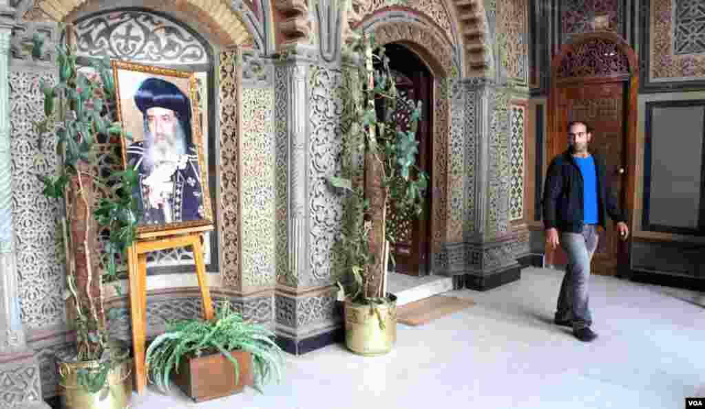 Pope Shenouda's photograph outside the Hanging Church in Coptic Cairo, March 2012. (E. Arrott/VOA)