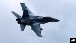 8일 이라크 북부에서 미군의 수니파 반군 공습에 투입된 것으로 알려진 F/A-18 전투기. (자료사진)