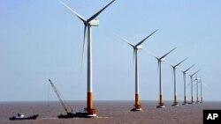 中国上海附近的东海离岸风电场 (2010年3月17日 资料照片)