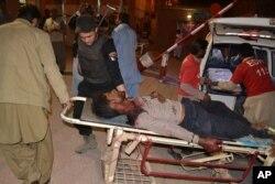 مجروحان به بیمارستان منتقل شدند. آنها از دانشجویان این مرکز پلیس هستند.