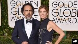 """""""الخاندرو اینیاریتو"""" کارگردان،به همراه همسرش ماریا الادیا. فیلم """"بازگشته"""" او جایزه بهترین کارگردانی را گرفت"""
