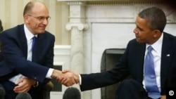 2013年10月17日,美国总统奥巴马(右)在白宫会晤到访的意大利总理莱塔(左)。
