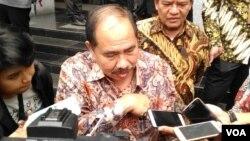 Kepala PPATK Kiagus Ahmad Badaruddin memberikan penjelasan kepada media di kantor PPATK, Jakarta Selasa 29 Agustus 2017. (Foto: VOA/Andylala)