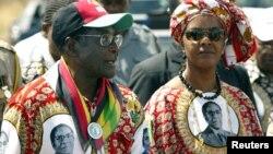Hambararren shugaban Zimbabwe Robert Mugabe da Matarsa Grace