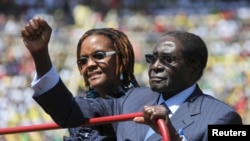 Zimbabwe President Robert Mugabe and his wife Grace arrive for his inauguration as President, in Harare, August 22, 2013.