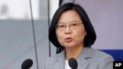 차이잉원 타이완 총통이 10일 중화민국 수립 107주년 기념 연설을 하고 있다. 차이잉원 총통은 이 자리에서 중국의 군사, 외교적 압박에 맞서 국가 안보를 강화하겠다고 밝혔다.