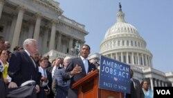 Los demócratas del Senado presionan por una ley de gastos que incluía cerca de $7.000 millones de dólares en ayuda para desastres.