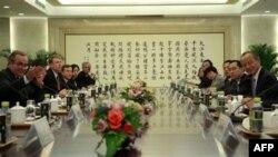 Ndihmëssekretari amerikan i Shtetit në Pekin për bisedime