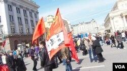俄罗斯共产党人2013年五一节在莫斯科市中心集会游行。(美国之音白桦拍摄)