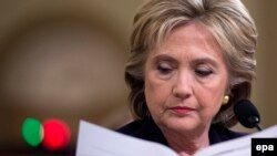 Ứng cử viên tổng thống, Cựu Ngoại trưởng Mỹ Hillary Clinton trước buổi điều trần tại Hạ viện Hoa Kỳ ngày 22/10/2015.
