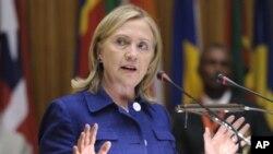 Mme Hillary Clinton s'adressant à la Commission de l'Union africaine