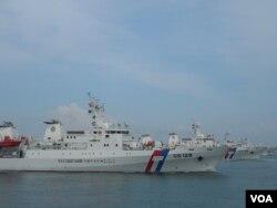 """6艘巡防舰在高雄港外一起参加""""海安八号演习""""(美国之音赵婉成拍摄)"""