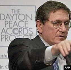 Uddaburon diplomat 1995 yilda serb, bosniyalik va xorvatlarni tinchlik bitimi imzolashga ko'ndirib, Bolqon yarimorolidagi uzoq qonli urush nihoyat tugagan.