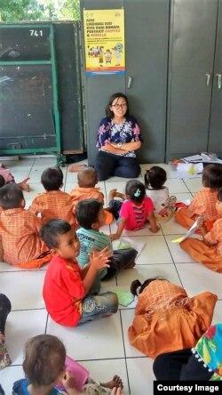Salah satu kegiatan Rumah Dongeng Pelangi (foto: courtesy).