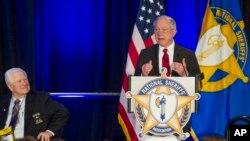El fiscal general de EE.UU. Jeff Sessions, habló el jueves, 15 de febrero de 2018 en la reunión de sheriffs en Washington.